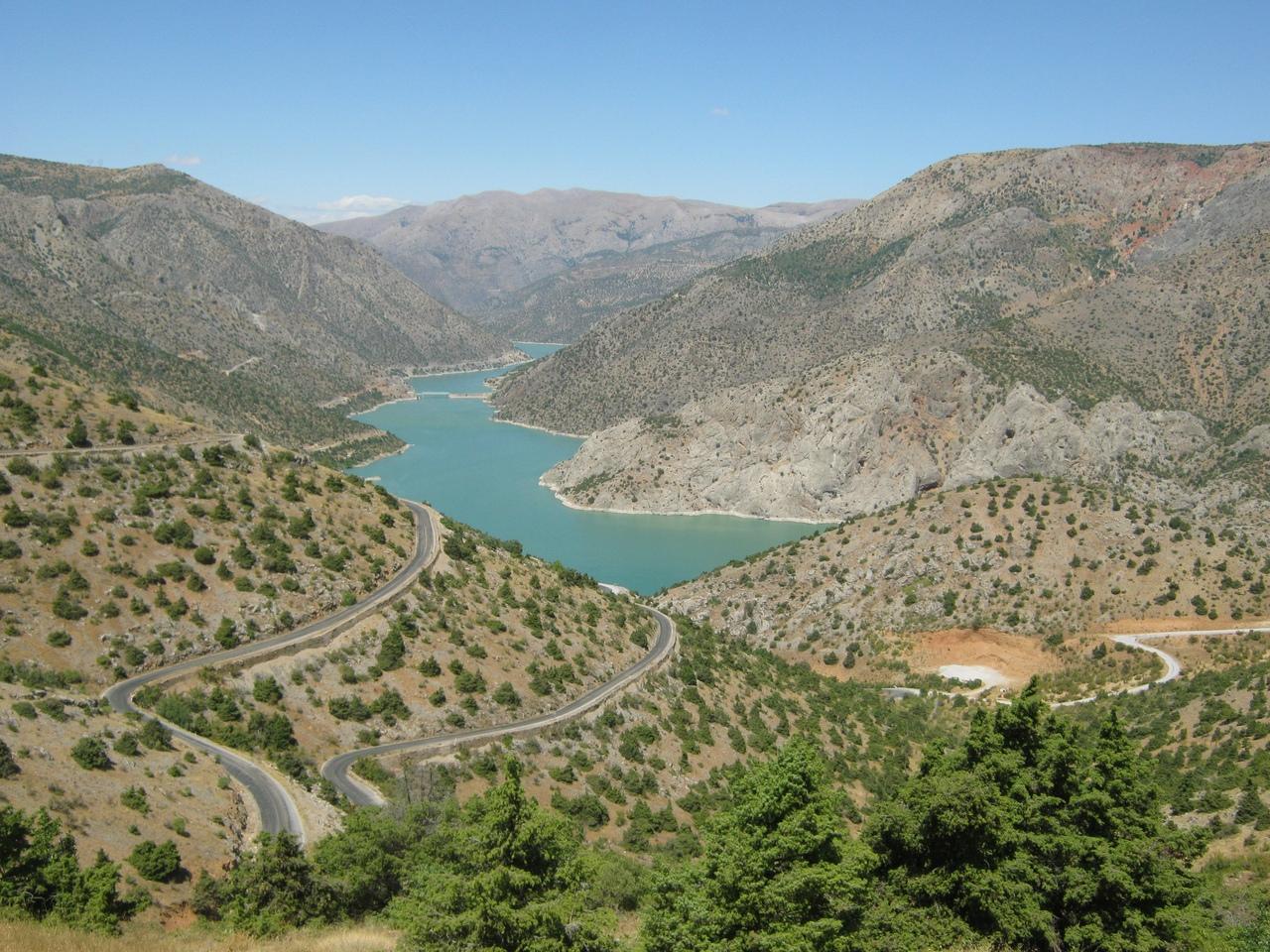 Красивое водохранилище на реке Евфрат