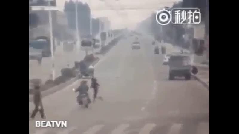 Ну как так то....эх женщины! Взяла и сбила мотоцикл!