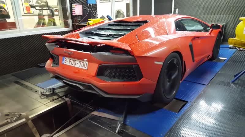 Разгоняю свой Lamborghini Aventador до предела