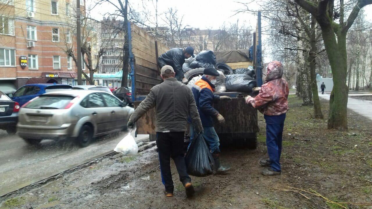 Ул. К. Либкнехта, 37. Вывоз мусора после