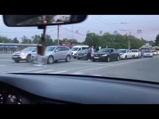 В Челябинске на дороге образовался паровозик из пяти машин