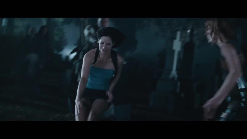Элис и Джилл Валентайн против зомби Драка на кладбище Обитель зла 2 Апокалипсис 2004 1080р