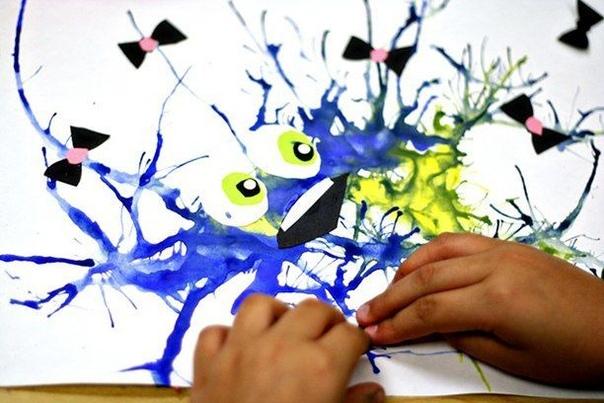 5 ПРОСТЫХ ВОЛШЕБНЫХ ТЕХНИК ДЛЯ ДЕТСКОГО ТВОРЧЕСТВА 1. МОНОТИПИЯСуть: отпечаток краски на бумаге с гладкой поверхности.Что нужно: кусок стекла или плитки, бумага, акварель, мягкие кисточки,