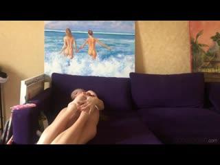Aislin+ Oil - нарисовала картину и полезла пальцами в писю [порно, ебля, инцест, секс, porn, Milf, home, домашнее, минет, трах]