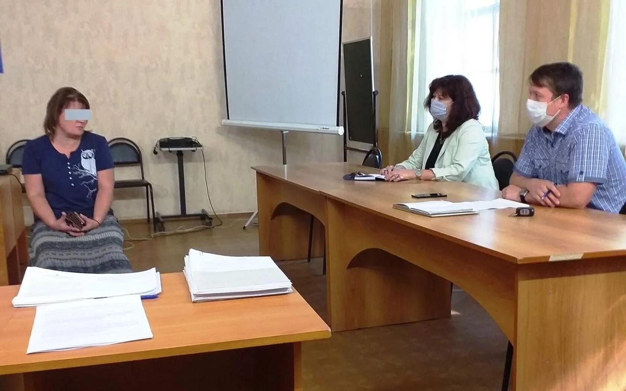 Комиссия по делам несовершеннолетних и защите их прав провела заседание в управлении образования Петровского района