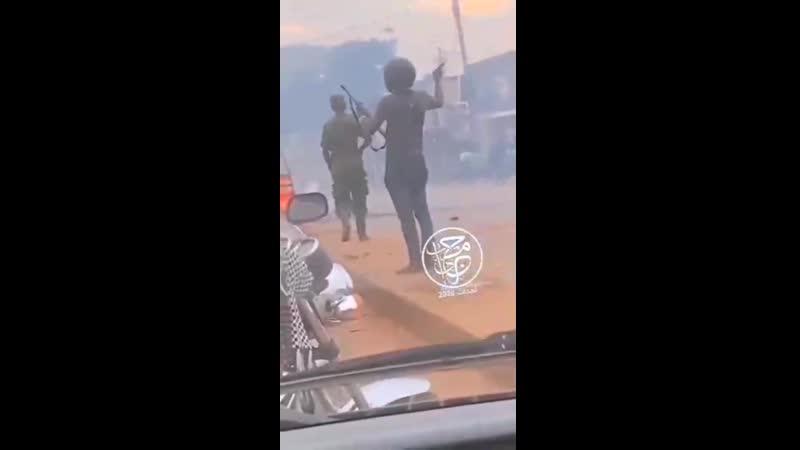 Почти 40 человек уже стали жертвами продолжающихся столкновений силовиков и сторонников одного из кандидатов в президенты Уганды