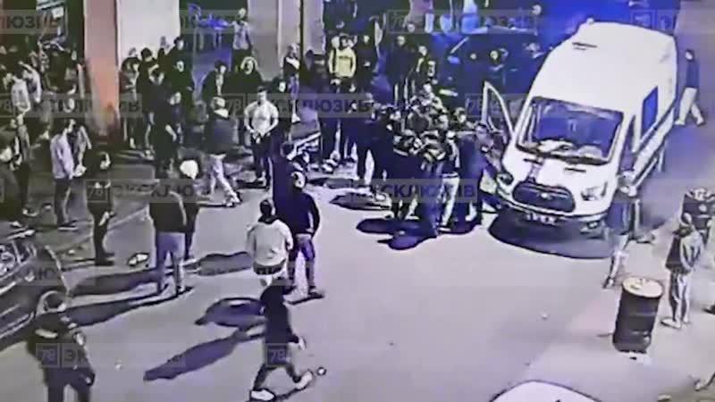 Потасовка на улице Ломоносова
