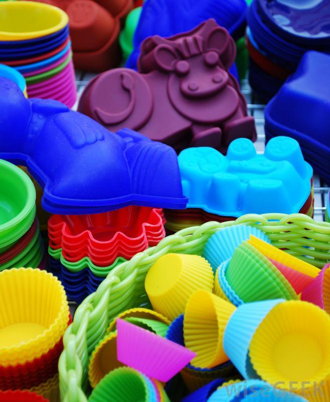 Силиконовая посуда не прилипает к хлебобулочным изделиям и поставляется во всех формах и размерах.