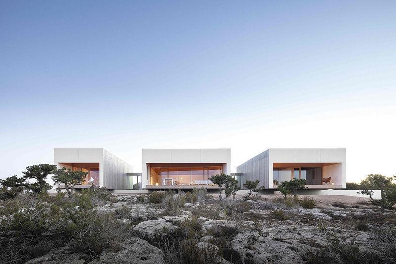 Минимализм в гармонии с природой: дом архитектора на острове Форментера