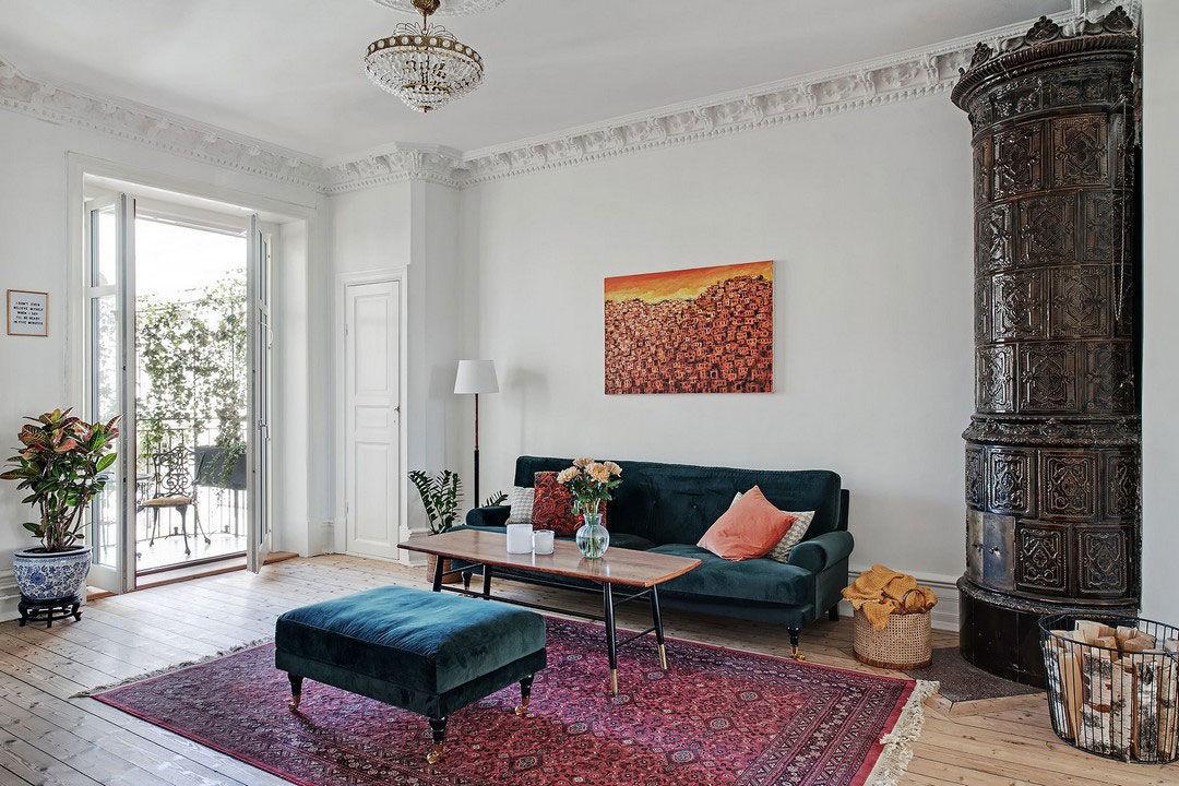 Просторная скандинавская квартира с яркой мебелью и зоной барбекю на балконе    01