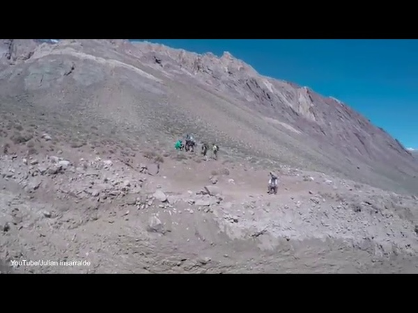Hikers narrowly avoid being crushed by a massive landslide
