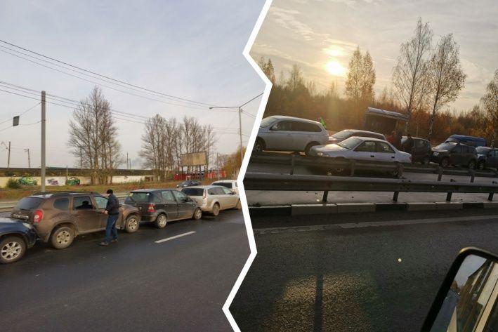 «Паровоз» из шести машин: в Ярославле из-за ДТП образовалась пробка