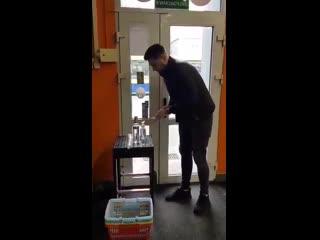 на входе в магазин))