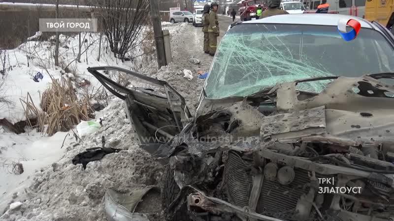 В иномарке которая влетал в стоящей автокран не сработали подушки безопасности Водитель в реанимации