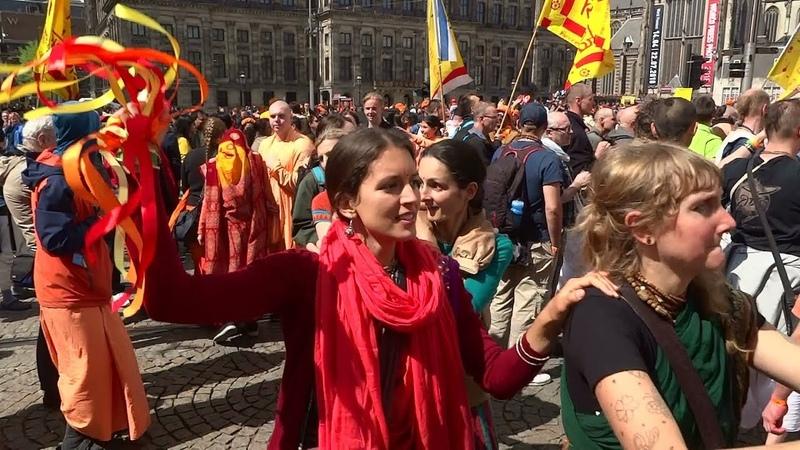 Koningsdag Amsterdam 2018 Hare Krishna viert feest op de Dam