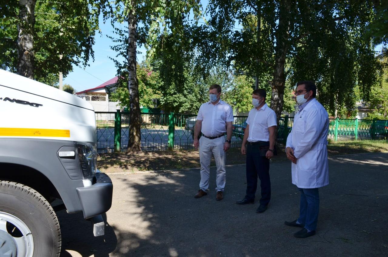 Глава муниципалитета осмотрел новый мобильный медицинский комплекс районной больницы