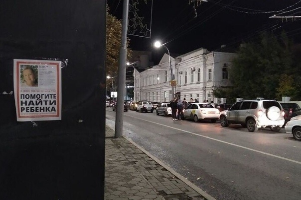 Сотни саратовцев вышли на улицы, чтобы попытаться отобрать у сотрудников полиции убийцу и насильника 9-летней девочки Сегодня, 11 октября, было найдено тело Лизы Киселёвой, девочки, которую