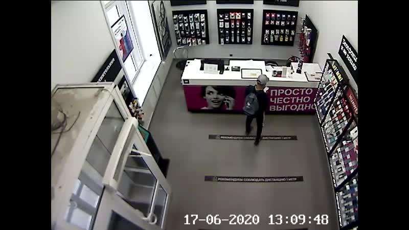 В Заельцовском районе сотрудники полиции раскрыли грабеж совершенный в магазине сотовой связи