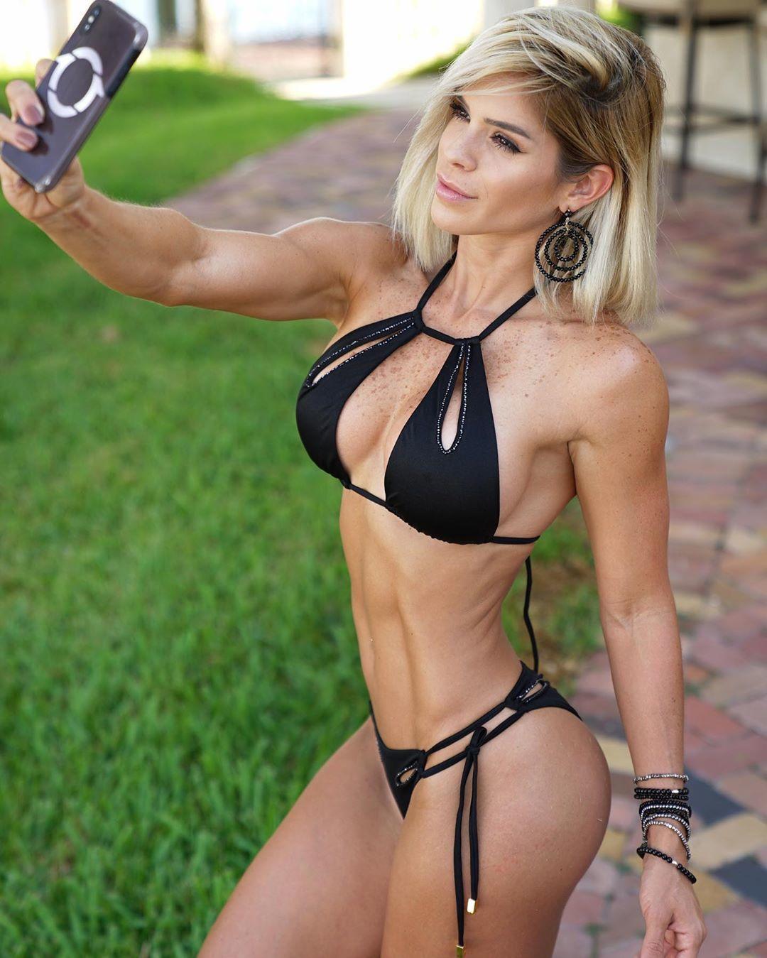 Фитнес-модель Мишель Левин.