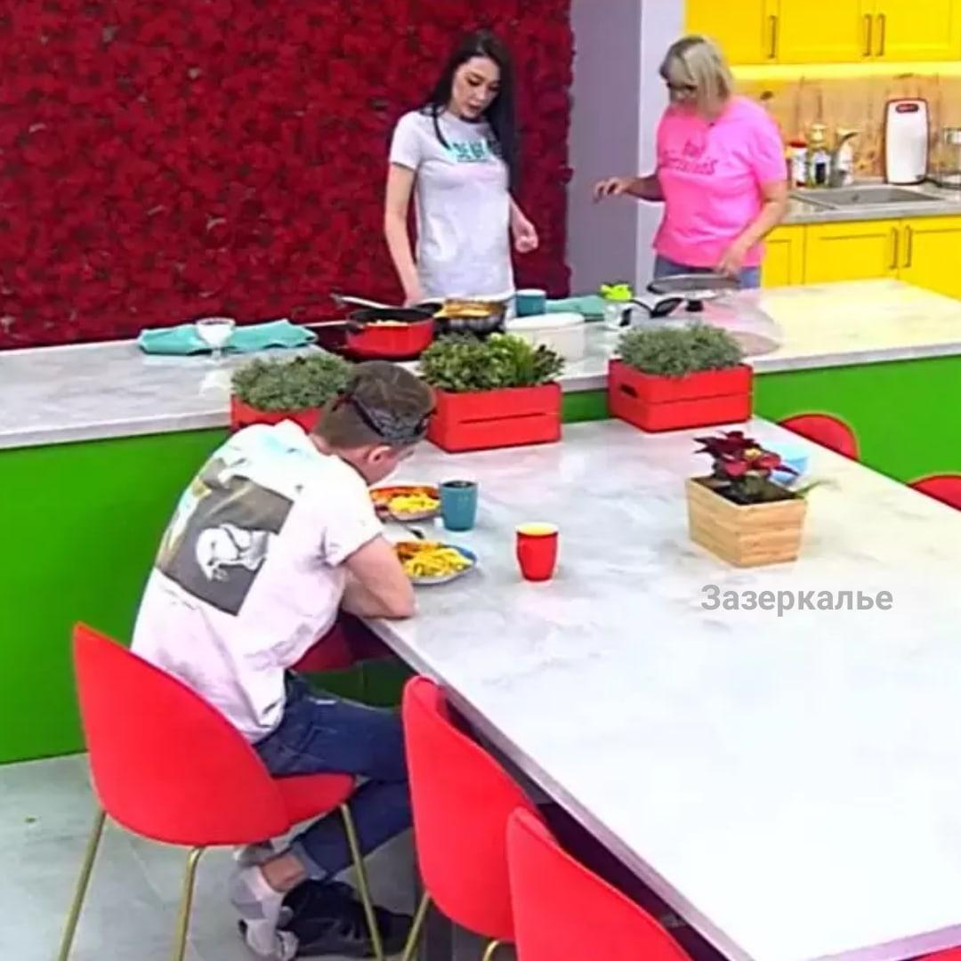 Званный ужин Савкиной встал поперек горла для ее гостя