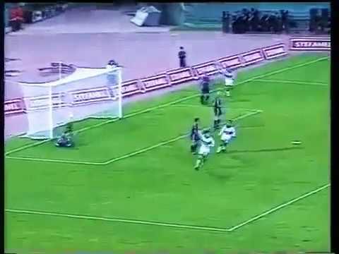 РОМА БАРСЕЛОНА/ 18-летний Франческо Тотти кладет потрясающий гол в ворота Барсы/ 04.10.1994 г.