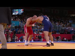 Artur Tatmazov (UZB) vs David Modzmanashvili (GEO) in the final of men's freestyle 120kg