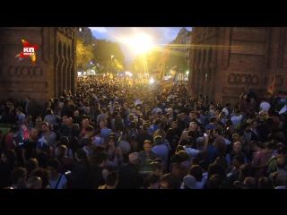 Речь главы правительства у парламента слушали 30 тысяч сторонников независимости Каталонии