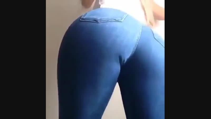 шокльница 18 лет вертит попой и снимает трусики показывая свою упругую писю порно анал секс инцест цп целка целочка sex porn mil