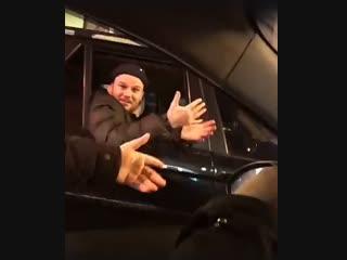 Когда слушаешь Макса Коржа и неожиданно встречаешь его самого в соседней машине Рифмы и Панчи