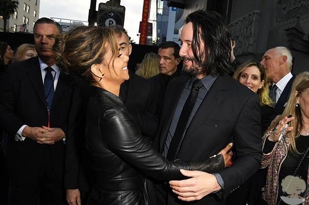 """Холли Берри и Киану Ривз на премьере фильма """"Джон Уик 3"""" в Лос-Анджелесе"""