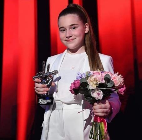 Дочка Алсу с наградами.