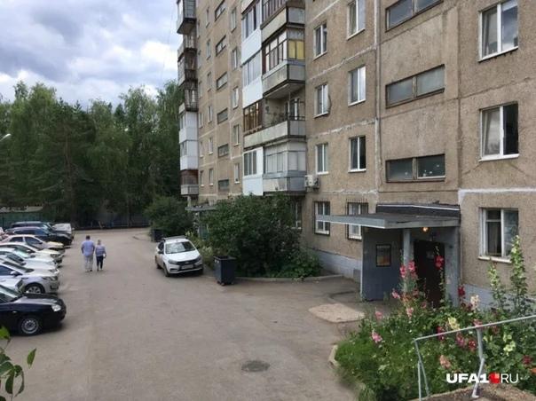 Запутался в одежде: в Уфе шестилетнего ребенка из многодетной семьи нашли мертвым Страшная трагедия произошла 7 июля. В одной из квартир дома 142 по улице Комсомольской погиб ребенок.
