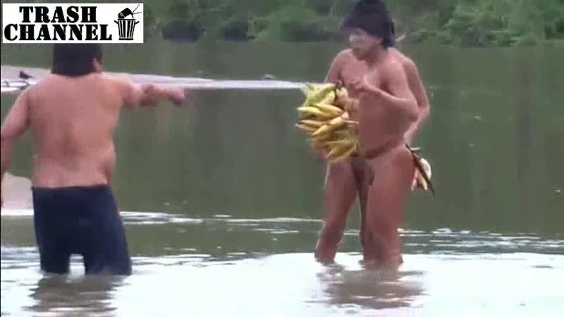ЖЕСТЬ Папуасы отжали бананы у жирного гопника