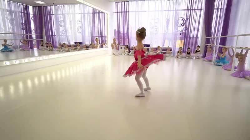 Как танцуют наши девчонки