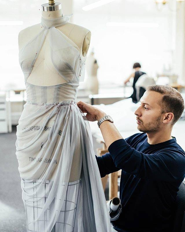 Процесс создания одного из платьев Paolo Sebastian