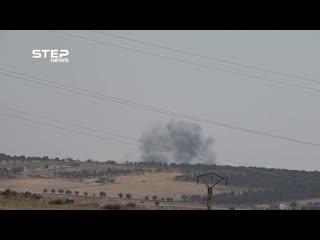 شاهد القصف الجوي على بلدة التمانعة والاتوستراد الدولي شمال مدينة خان شيخون بريف إدلب