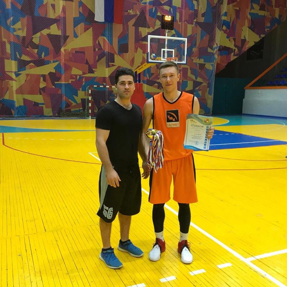 В Таганроге прошел финал 4-х Чемпионата по баскетболу среди мужских команд