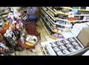Российский турист в Турции Игорь зашел в магазин с женой, пнул собаку владельца магазина а потом сломал ему нос.mp4