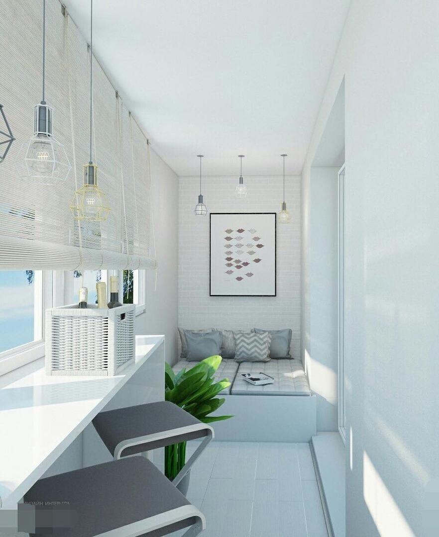 Симпатичная светлая лоджия - идеальное место для отдыха