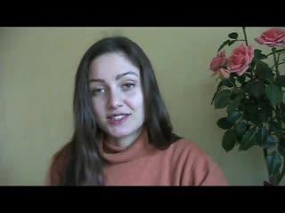 Девушка рассказывает о клизмах