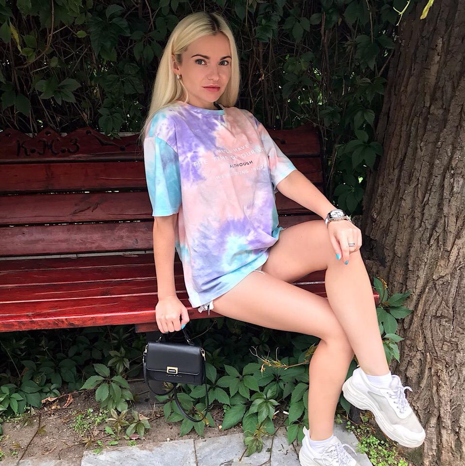 Красивая футболка в пастельных тонах