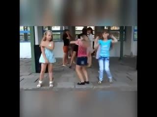 Три типа девушек на дискотеке:)