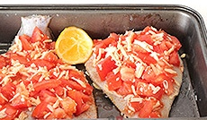 Камбала с помидорами и сыром, запеченная в духовке