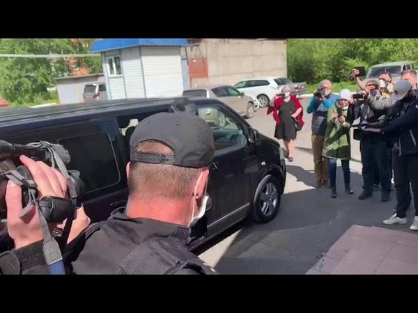 Анатолий Быков в наручниках поздравил всех с Днём Победы