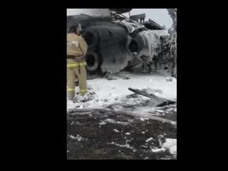 Кадры с места жесткой посадки военного вертолета Ми-8 в аэропорту Анадыря.
