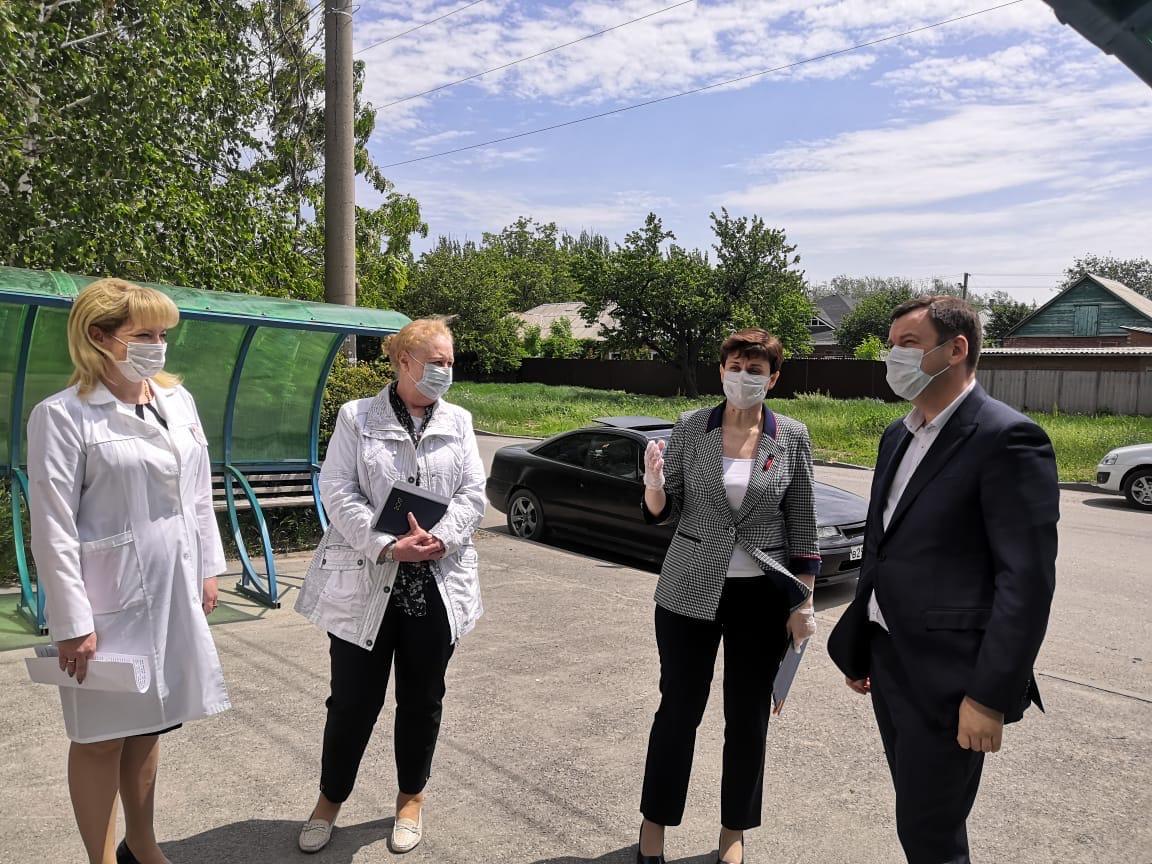 Глава Администрации Таганрога Андрей Лисицкий посетил детские поликлиники, в которых идёт ремонт