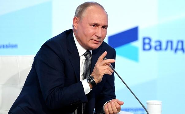 Уже несколько часов Владимир Путин отвечает на воп...