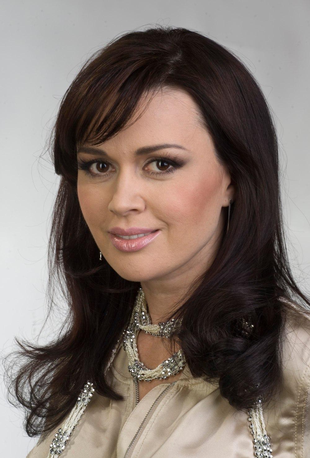 Сегодня свой день рождения отмечает Заворотнюк Анастасия Юрьевна.