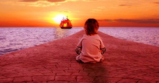 Нужно жить всегда влюбленным во что-нибудь недоступное тебе