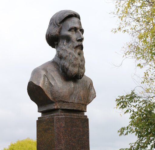 #ВНижнем установили памятник-бюст создателю «Толко...